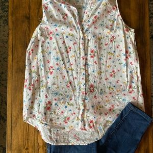 Floral sleeveless button up